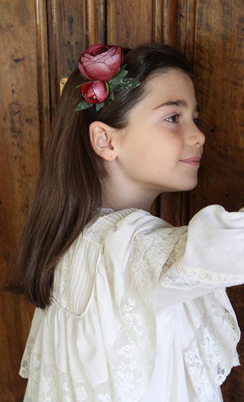 Vestido-Comunion-vintage-diadema-flor-roja