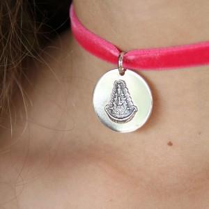 medalla-virgen-del-rocio-con-terciopelo-rosa