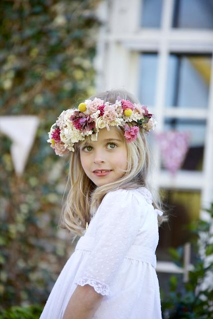 vestido comunion y corona flores