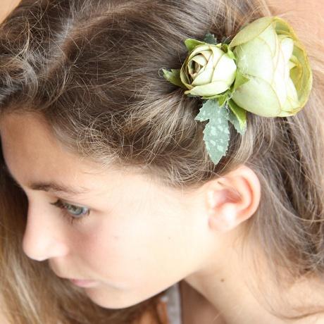 Tocado flor niña comuniones Peinados