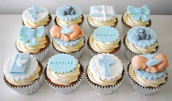 cupcakes-de-fondant-con-decoración-de-bautizo
