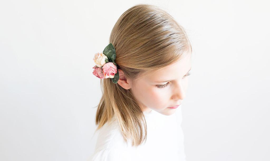 flores pelo niña