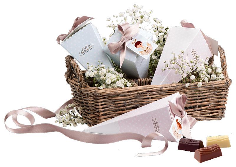 Cajitas de La Confitería Delaviuda, el regalo personalizado más dulce para los invitados a una Primera Comunión o un Bautizo
