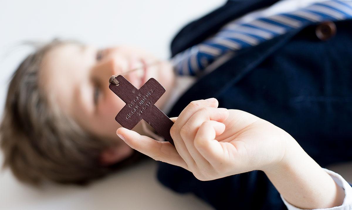 Cruz de madera con nombre
