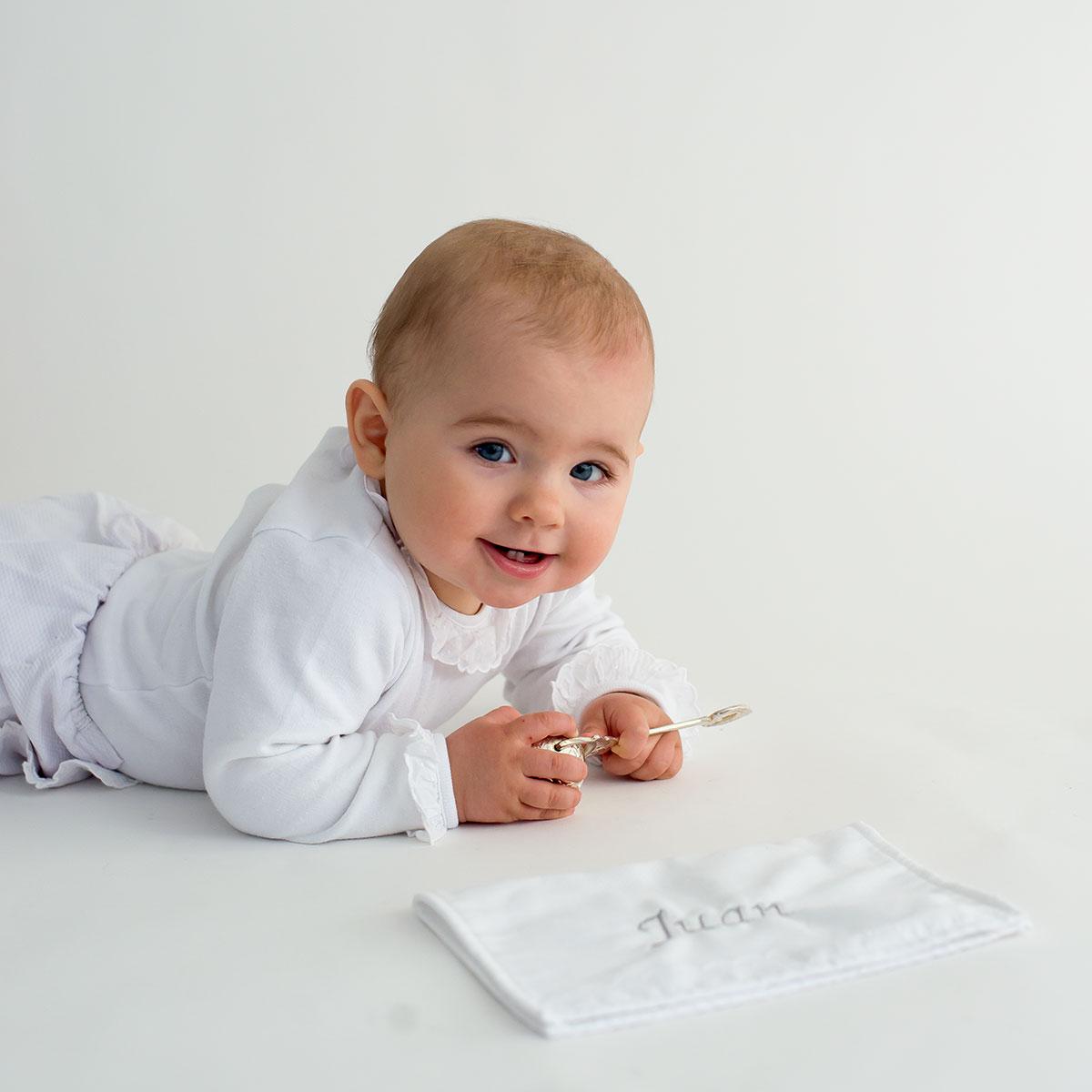 Gasa de bautizo con nombre del bebé